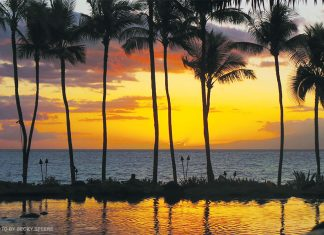 sunset dining in Maui