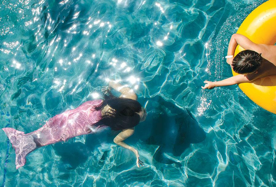 Maui-Resort-Grand-Wailea-Mermaid-with-Child