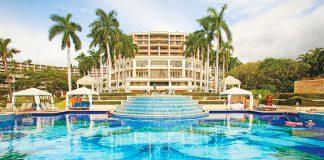 Maui resort swimming pool
