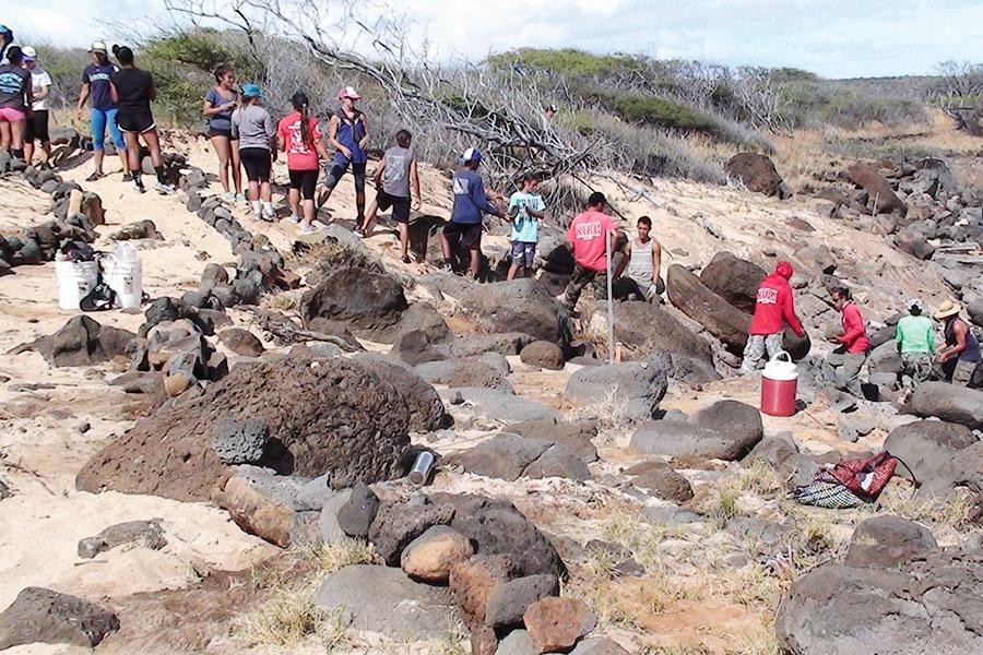 Maui canoe club kids volunteer at Kahoolawe