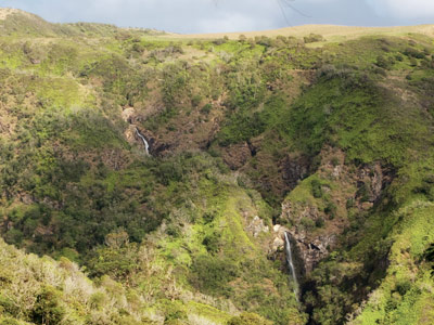 Waihee ridge trail waterfall